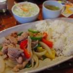 91134556 - 鶏肉と野菜のオイスターソース炒めかけご飯 880円