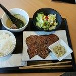 AKASAKA Tan伍 - 牛タン焼き定食ねぎしお添え全景