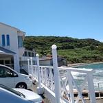 荒磯館 - 建物は海沿い