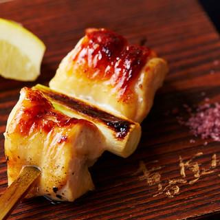 京都・丹波黒鶏を匠の技で焼き上げる