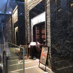 Mezonkaizakafe - ビル内部からの外観