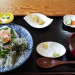 しらす亭 - 二色丼