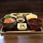 91140089 - 日替わり御膳(海鮮小丼、おばんざい盛り合わせ、茶碗蒸し、小鉢、赤だし)