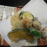 海鮮丼 とろ作 -