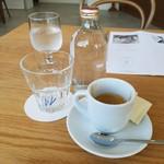 VINCENT COFFEE HOUSE - ドリンク写真:「アフリカの太陽 (550円)」と炭酸水