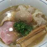 中華そば 西川 - 料理写真:ワンタン中華そば(980円)と味玉(100円)