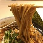麺や マルショウ - 醤油中華そばの平打ちストレート麺