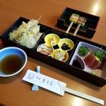 食処恵乃喜 - 「松花堂弁当風 麦とろ膳 (2100円)」の一膳目