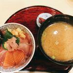まるさ水産 - 三色ちらし丼 ★大きなお椀の味噌汁付き