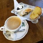 DORF - 料理写真:「ブレンドコーヒー (400円)」+「モーニング (無料)」
