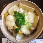 姫松屋 - 具沢山でお汁は澄んでいます