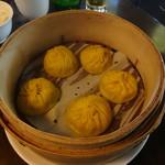 點水樓 - 料理写真:カニみその小龍包(小)(300元)
