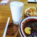 カリカ - キーマ玉子カレー(辛さ1️⃣0️⃣0️⃣倍)・サフランライス・サラダ・(食べ始めてからラッシー)‼️