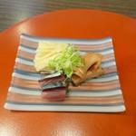 和楽 - お通し 黄ニラ・〆サバ・タコの頭の煮物