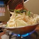とんこつ鍋と餃子 縁楽 - モツ鍋(2人前)