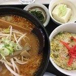 らーめんみずきの - 料理写真:みそラーメン 半炒飯セット