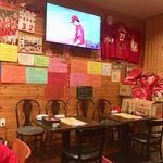 広島お好み焼 どっこい - 店内2  カープのエースピッチャー、大瀬良大地投手が先発。