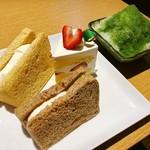 もちもち小麦のスイーツ&カフェ 魔法庵 - 最初に必ず提供されるセット(これ+ミニサラダ)