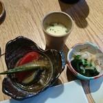 響 - 前菜三種(旬菜冷し鉢、有明くらげと胡瓜の辛子酢味噌掛け、トウモロコシの摺り流し)