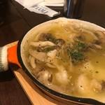 ポッツォーリ - 海老とキノコのアヒージョ 980円
