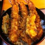 天春 - 上天丼、1,050円。 やや大きいエビ3本、かぼちゃ、 ピーマンと食べ応え充分。