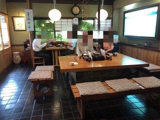 庄司屋 - 手前のテーブル席