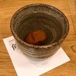一角 - 焼酎のお湯割り梅干入り