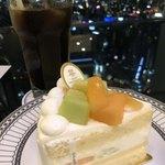 カフェ ド シエル - アンリ シャルパンティエのWメロンのショートケーキとアイスコーヒーと夜景☆