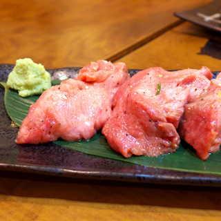 炭火焼 ぐら - 料理写真:ぐらの牛タン(¥1598)。ものすごい厚切り。スライスではなく、塊から切り出した感じ。