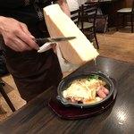 花畑牧場 RACLETTE ~ラクレットチーズ専門店~ - ラクレットチーズがけ