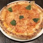 花畑牧場 RACLETTE ~ラクレットチーズ専門店~ - ラクレットチーズのナポリ風ピッツア