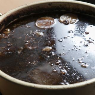 黒いお汁が珍しい、名物の静岡おでん!