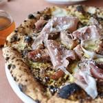 薪窯Pizza ピッチュ - パルマ産生ハムとイチヂクの自家製ピスタチオソース
