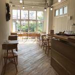 スイドウミチ コーヒー - 明るい店内
