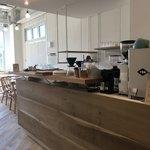 スイドウミチ コーヒー - 入口すぐのカウンターで注文とお会計