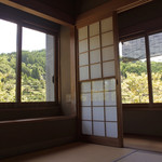 虎屋 壺中庵 - 窓からの緑溢れる景色