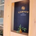 コンヴィエ - 入り口