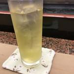 びっくり寿司 - 温かいお茶か冷たいお茶、聞いてくれるのが嬉しい