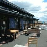 お魚いちば おかせい - 湾の手前に鮮魚&食堂