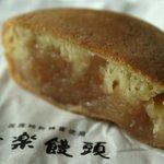 蜂楽饅頭 - 白 90円