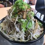 舞麺来 - ラーメン黒(野菜大盛3倍、メンマ追加)