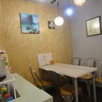 CHANGCHAN CAFE - 奥にある4人用テーブル