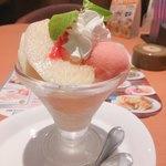 デニーズ - 桃のミニパルフェ ¥538