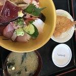はな房 - 海鮮丼 1890円税抜  鯵フライつき!