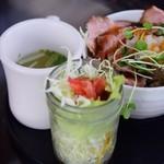 カフェ タイズ - ローストポーク丼