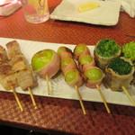 須崎屋台かじしか - 豚バラ、フルーツ串、ぶどう串、ネギ串