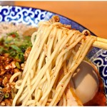 中華そば 虎桜 - やや低加水の麺。