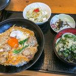 無添さぬきめん あじ豊 - 「親子丼(ミニうどん付)」(670円)。
