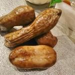 魚貝三昧 げん屋 - 初物の茹で落花生