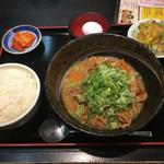 モリちゃん - もつ煮定食(810円)